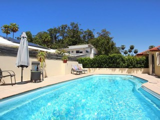 View profile: 4 bedroom spacious home 5 minutes flat walk to the beach... small dog friendly