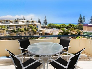 View profile: 2 bedroom delightful unit, 5 minutes walk to the beach and great ocean views