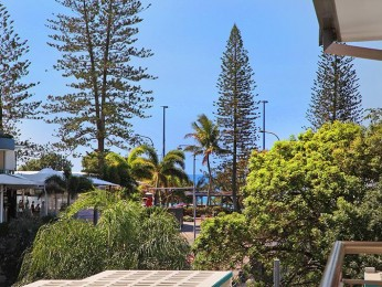 View profile: 2 bedroom apartment, walk to Mooloolaba beach