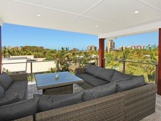 View profile: 4 bedroom home a short stroll from the patrolled beaches...