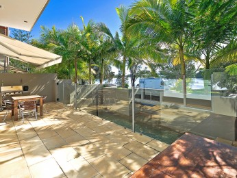 View profile: Stunning location across the road from the Noosa River - Quiet location